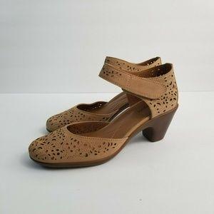 Easy Spirit Cindie Mary Jane Tan Brown Heels
